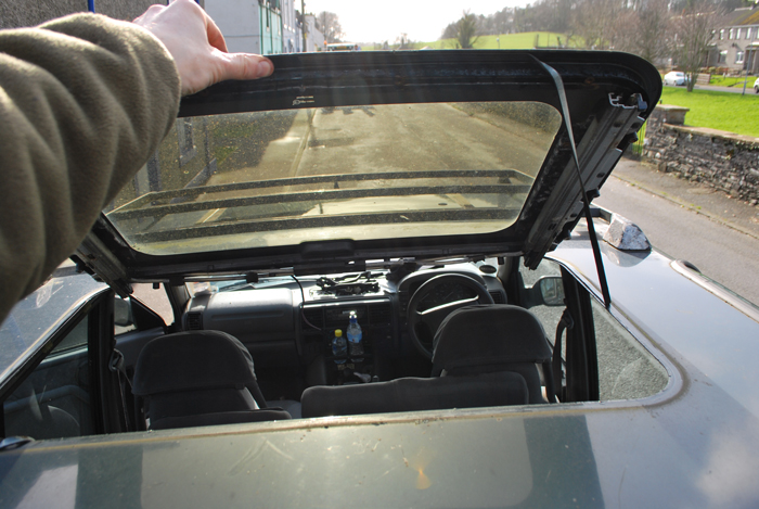 land rover discovery sunroof open